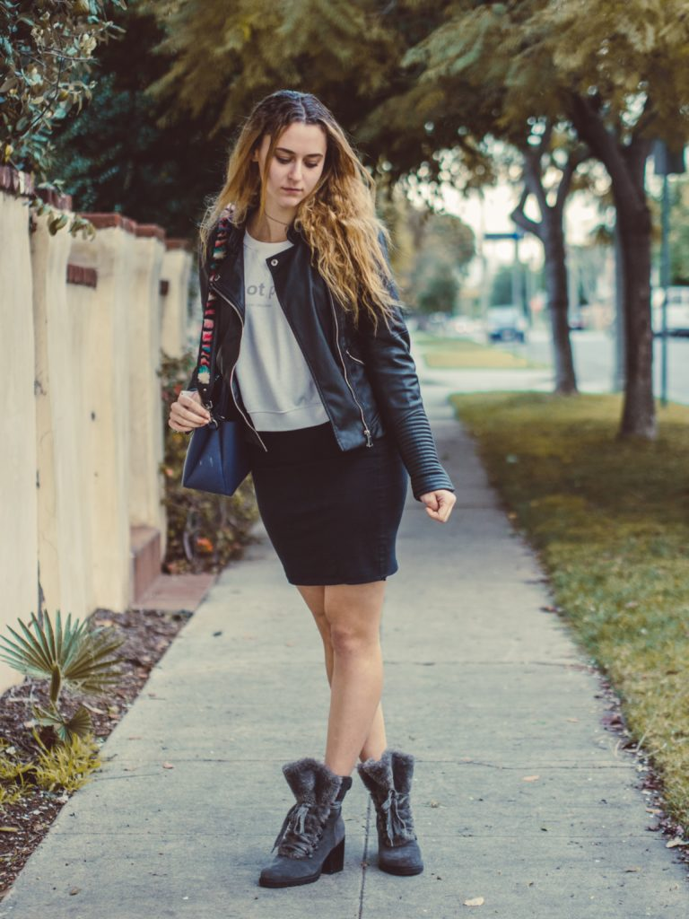 Outfit ideas for women: 12 amazing outfit ideas to look stylish. Try This amazing casual outfit ideas that are fashionable and will make you feel beautiful.  Black Jacket & Skirt