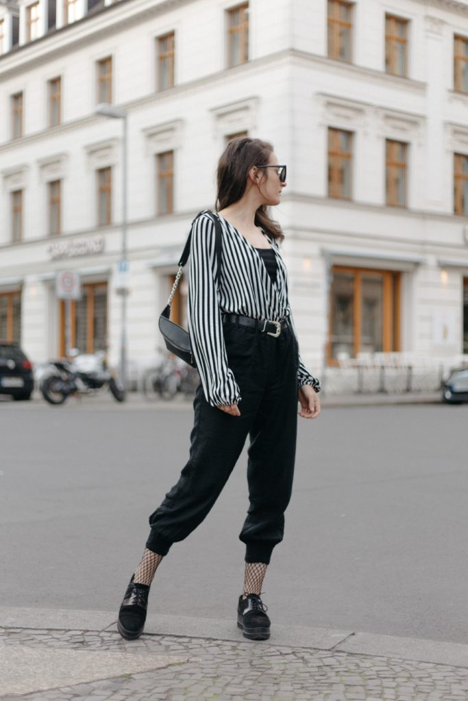 Outfit ideas for women: 12 amazing outfit ideas to look stylish. Try This amazing casual outfit ideas that are fashionable and will make you feel beautiful. Tucked-in Loose Shirt